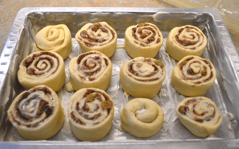 grannie geek, gooey cinnamon raisin rolls, cut